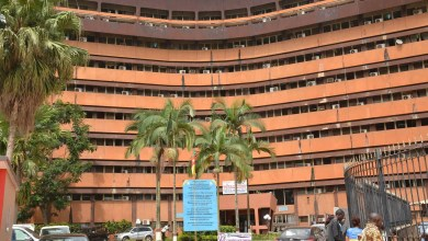 Photo of Cameroun: Suspension de solde pour 9000 agents de l'État