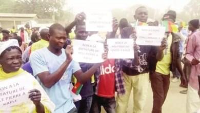 Photo de Cameroun: Les populations en colère contre le ministre Hélé Pierre