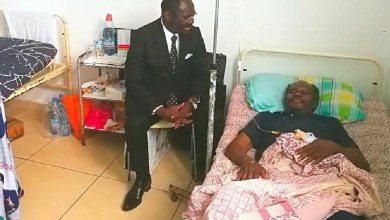 Photo of Cameroun : Narcisse Mouelle Kombi vole au secours de Jean Paul Akono