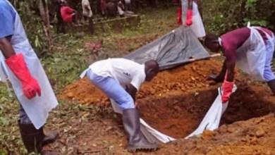 Photo of Douala : Inhumation d'un mort du covid-19 sans personnel médical