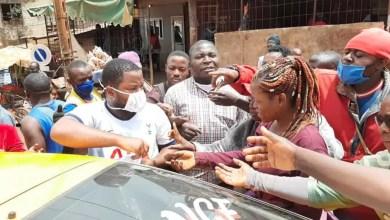 Photo de Survie Cameroun: 6 volontaires humanitaires en route pour la prison