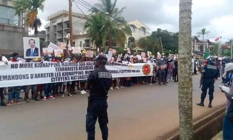 Une manifestation des camerounais devant l'ambassade des usa au Cameroun