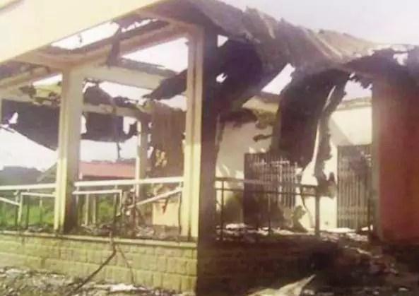 Une maison incendiée