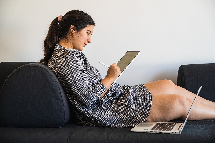 Co zyskujesz ze studiowania dzięki zdalnym zajęciom?