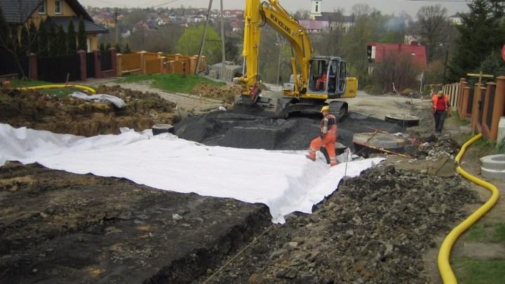 materiały geosyntetyczne w budownictwie drogowym.