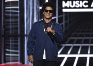 Bruno Mars providing Thanksgiving meals for 24,000 families in Hawaii