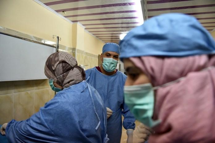 Tebboune décide de réviser toutes les lois relatives aux personnels de santé