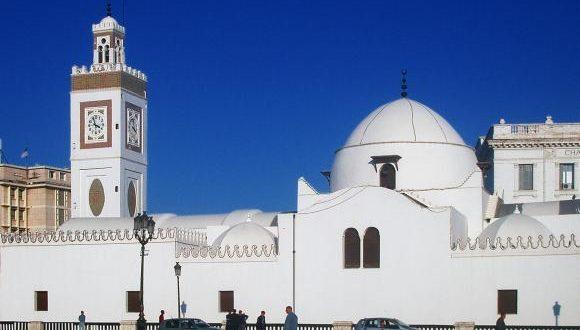 Youcef Belmehdi annonce le maintien de la fermeture des mosquées jusqu'à la fin de la pandémie du Coronavirus