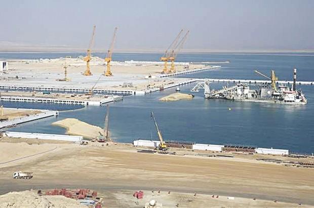 Grands projets: lancement de la réalisation du port d'El Hamdania et des projets miniers à en 2021