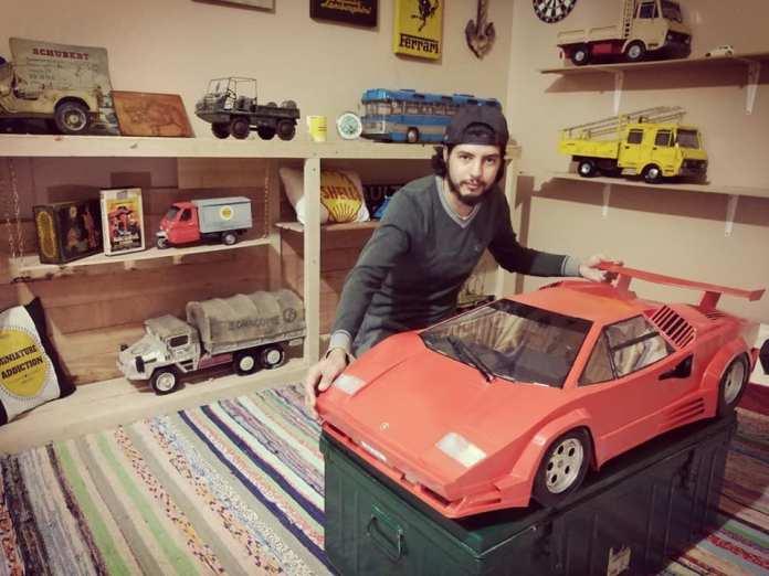 Amine, constructeur de voitures miniature