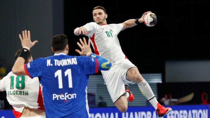 Les Verts se sont inclinés par 29 à 26 buts face au 7 français. Les Algériens ont failli créer la surprise face à un des ténors du handball mondial. Le 7 national a joué avec beaucoup de volonté et a compliqué la tache des bleus et les a fait douter tout au long des 60 minutes.