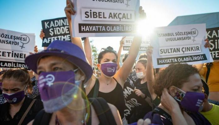 Recep Tayyip Erdogan Erdogan, faute de pouvoir présenter un bilan économique positif, outre les mesures répressives visant les opposants et notamment les kurdes, fait tout pour flatter un électorat conservateur. Le retrait de la convention d'Istanbul entre en droite ligne de cette stratégie