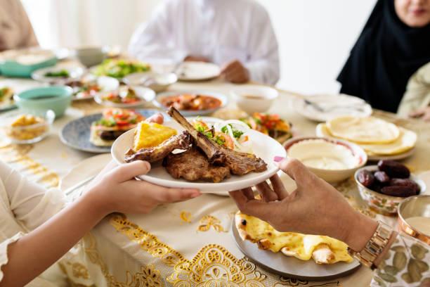 Fatigue, somnolence, manque de sommeil, de concentration... Ramadhan rime souvent avec longues soirées et manque de sommeil.Pourtant, il est possible de profiter de l'ambiance ramadanesque sans pour autant payer l'addition pendant la journée