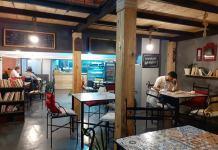 """Au café littéraire """"Al Rûmi"""", la culture rencontre le grand public"""