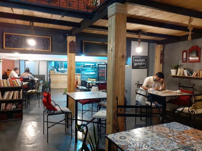 Au café littéraire