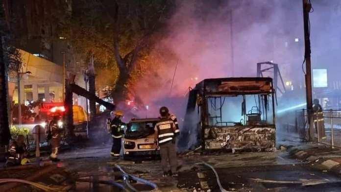 Tirs de roquettes vers Tel-Aviv, les bombardements israéliens sur Gaza font plus de 30 morts