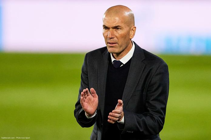 Foot: Zinedine Zidane quitte le Real Madrid après une saison sans titre