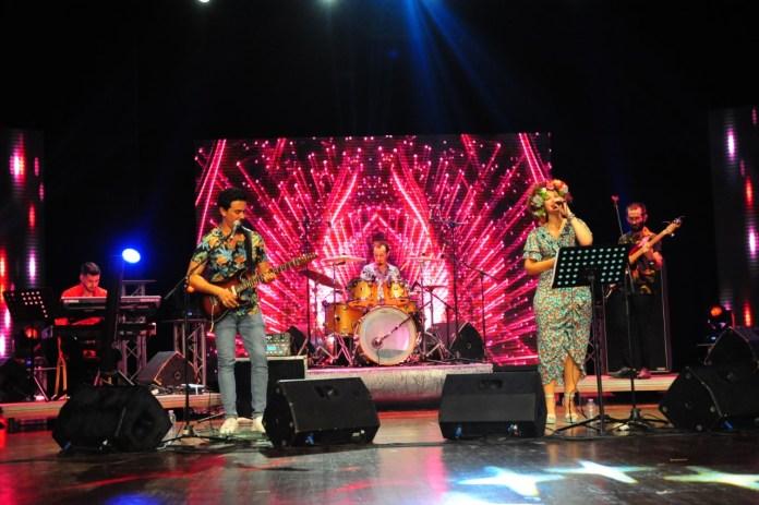 Festival européen: Aida Oulmou célèbre le Midsummer scandinave avec un son Garage Band