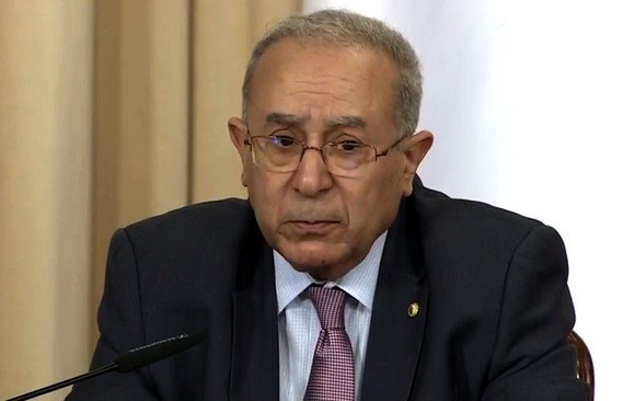 Ramtane Lamamra, premier haut responsable de l'Etat a présenter ses condoléances à la famille de Bouteflika
