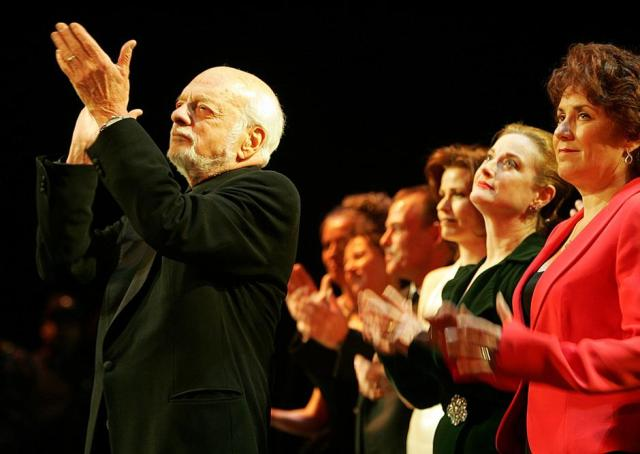 FILE PHOTO: Director Harold Prince applauds during the curtain call of 'The Phantom of the Opera' in New York | Autor: SETH WENIG/REUTERS/PIXSELL/REUTERS/PIXSELL
