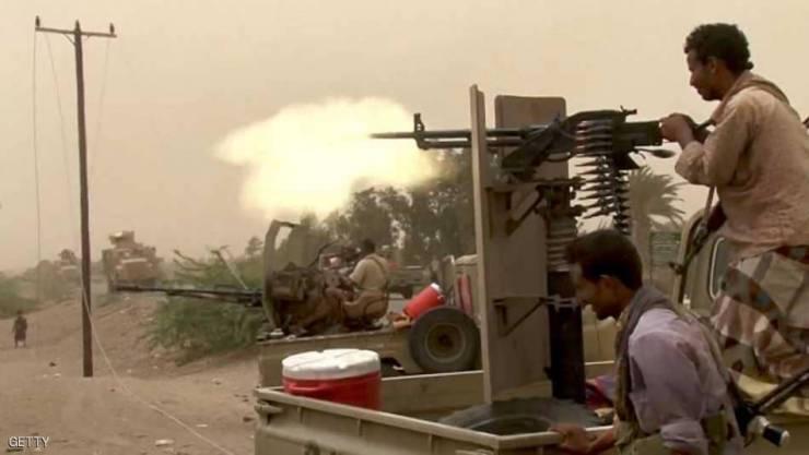 قوات الجيش تدك مواقع للمليشيا  شرقي مدينة الحديدة
