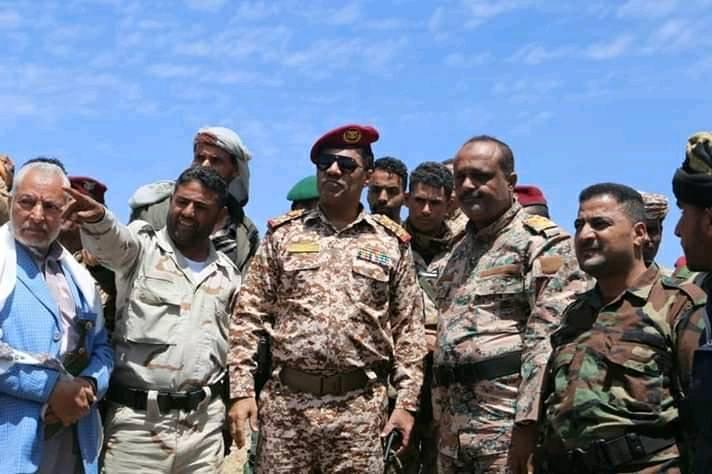 قيادة محور تعز تتفقد أبطال الجيش الوطني المرابطين في جبهات القتال خلال العيد