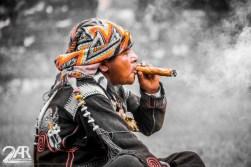 selbst gerollte Zigarren sollen beim beten helfen.