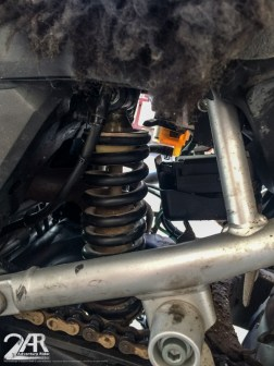 kurzer hand ein altes Honda Roller Federbein eingebaut