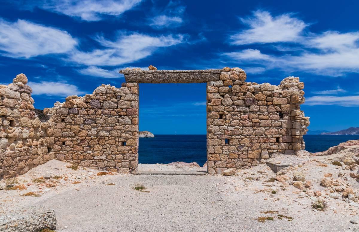 Ruine auf der Kykladeninsel Milos