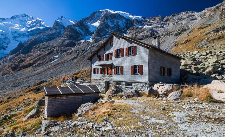 Blick auf die Bovalhütte und Piz Bernina