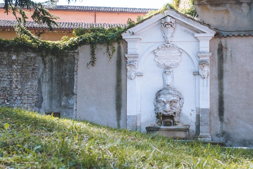 Spoleto cosa vedere Fontana del Mascherone 2 Cuori in Viaggio
