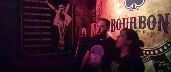Cantando en el Karaoke