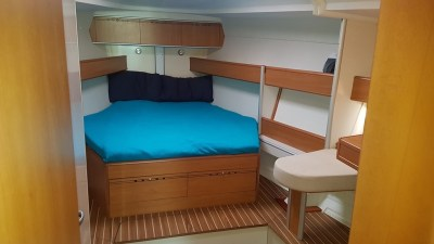 Alquiler velero Harmony 47 Ironia Interior camarote de Proa