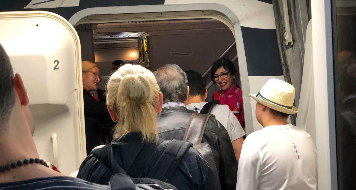 Qantas: Unions push for standard quarantine for flight crew. Qantas resists