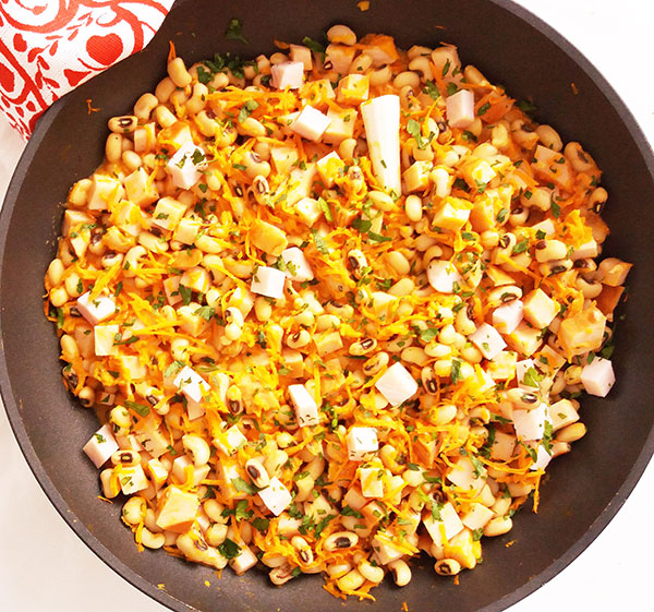 Skillet Black-Eyed Peas with Ham Leftovers : nice way to frugally combine ham leftovers and black-eyed peas for New Year's Day lunch.