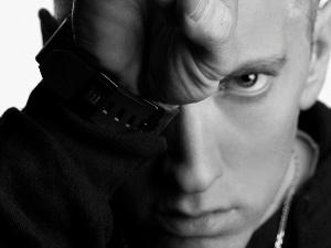 Eminem on his way to SA