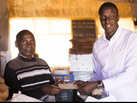 Zoror oMakamba donates to orphans