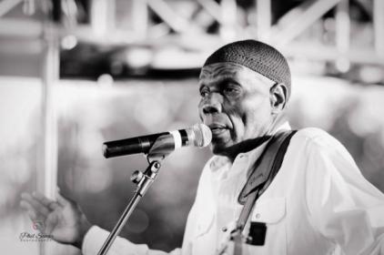 Oliver Mtukudizi