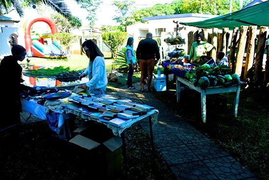 Kadoma bbq and craft fair at Cotton Country Inn