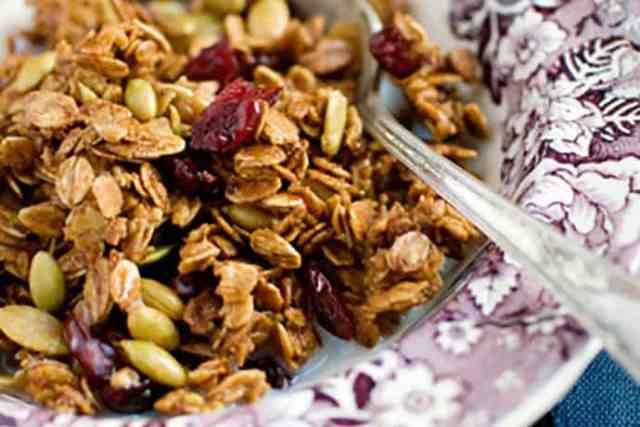 Easy and Healthy Breakfast Granola