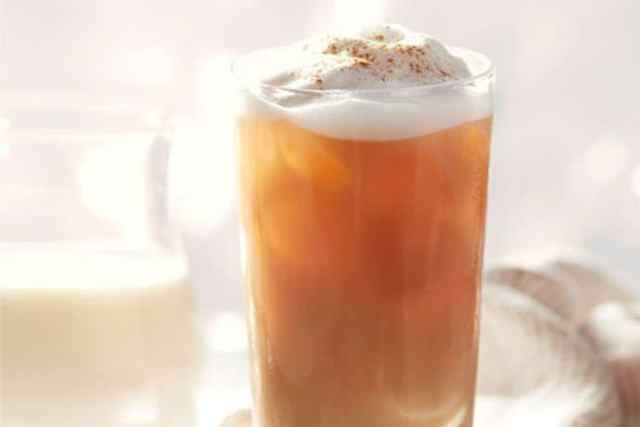 Refreshing Caramel Vanilla Iced Tea Latte