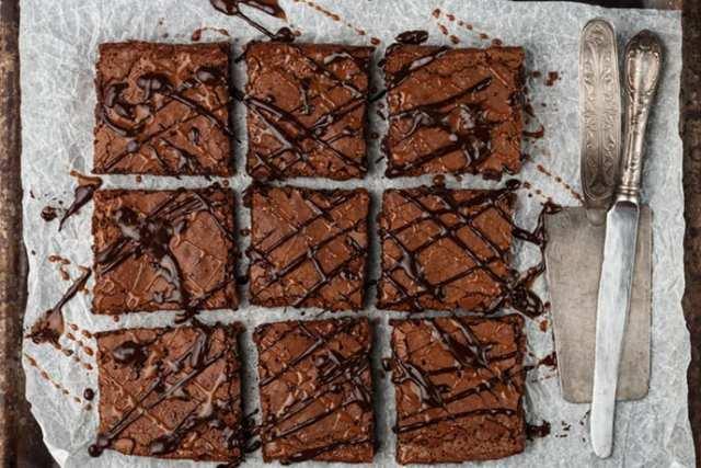 Easy Dark Chocolate Caramel Brownies | 31Daily.com