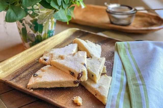 Irish Shortbread with Lemon and Currants