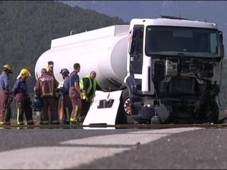L'accident s'ha produït contra un camió que transportava gasoil, però no hi ha hagut cap fuita.