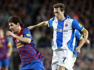 Messi i Baena en un derbi (Foto: EFE)