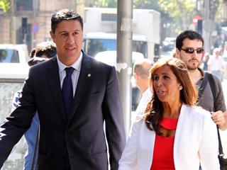 L'alcalde de Badalona i la presidenta del PPC a l'entrada dels jutjats.