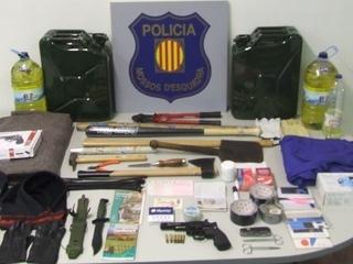 Material interceptat al detingut, amb el qual pretenia matar la seva exdona  (Font: ACN)