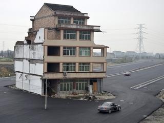 Casa enmig d'una autopista a Zhejiang (Xina)