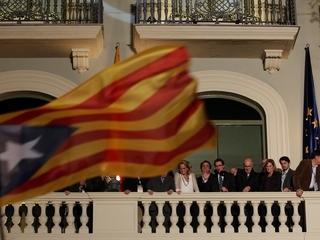 Artur Mas ha sortit al balcó per saludar els simpatitzants de CiU (Foto: ACN)