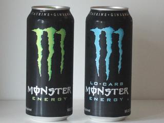 Dues llaunes de la beguda Monster, líder en el sector de begudes energètiques als EUA (Foto: Reuters)